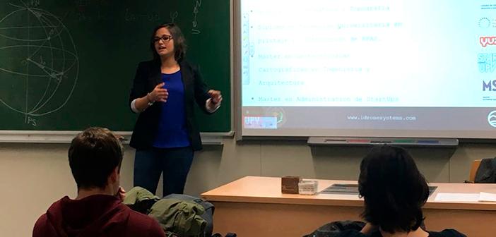 Angélica Bellver en la charla Egresados de éxito